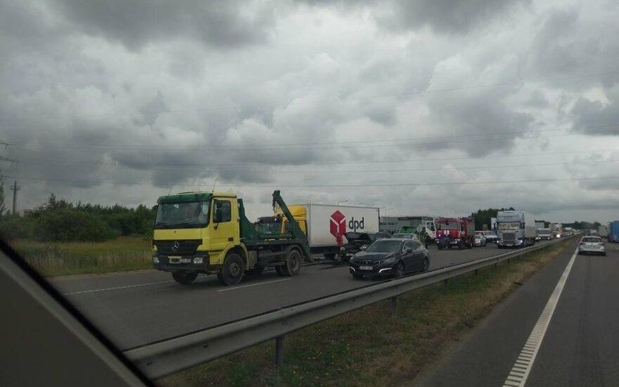 На магистрали под Каунасом столкнулись 4 автомобиля