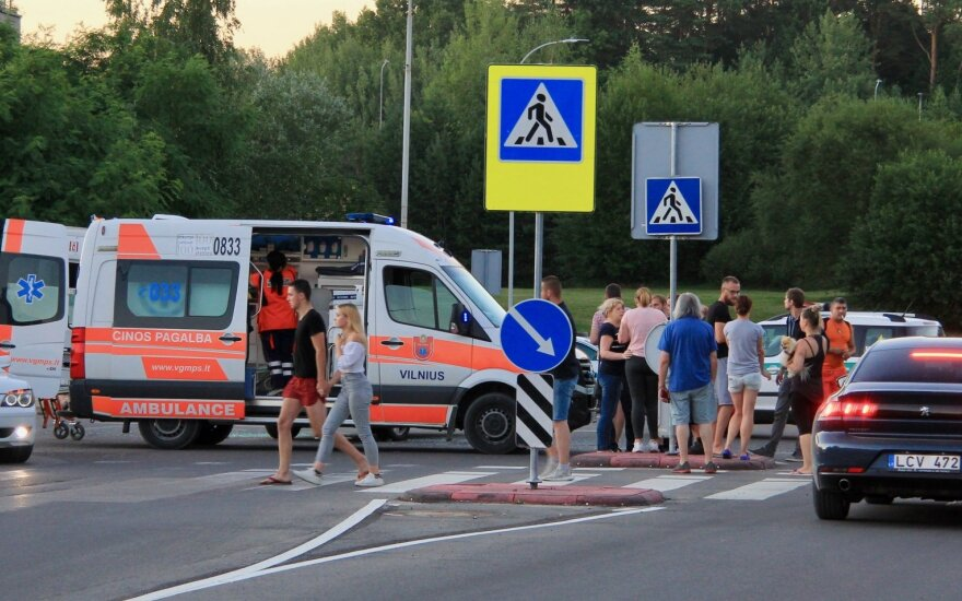 Жуткое ДТП в Вильнюсе: мотоцикл врезался в легковушку