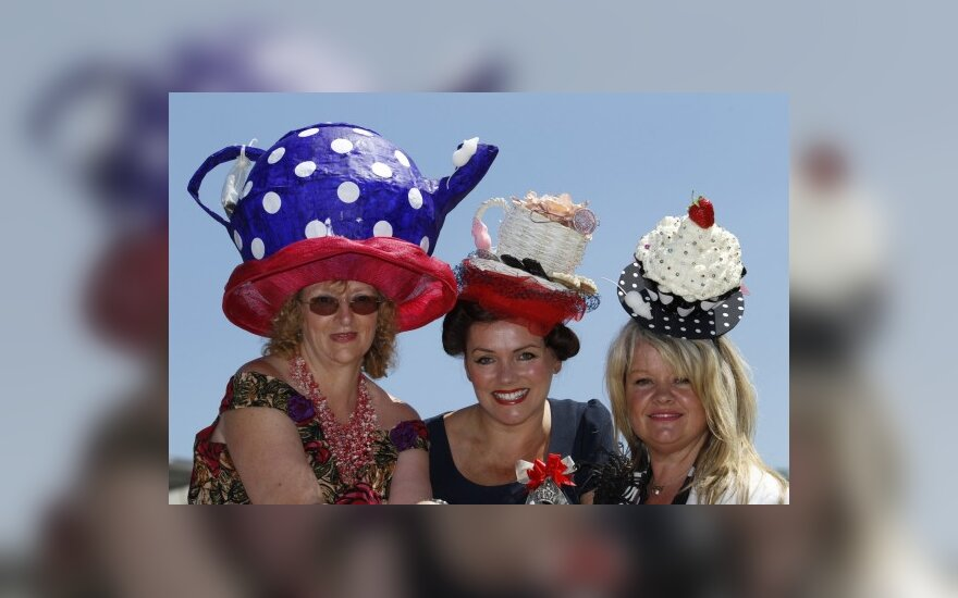 Дефиле дамских модных шляп