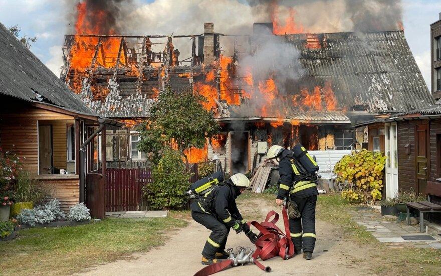 В центре Вильнюса сгорел деревянный жилой дом