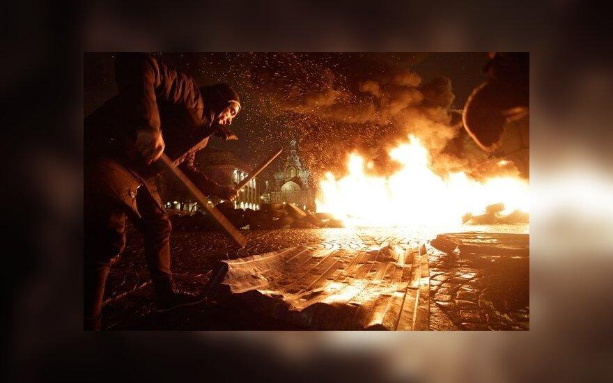 Художника Павленского не стали наказывать за поджог покрышек в поддержку Майдана