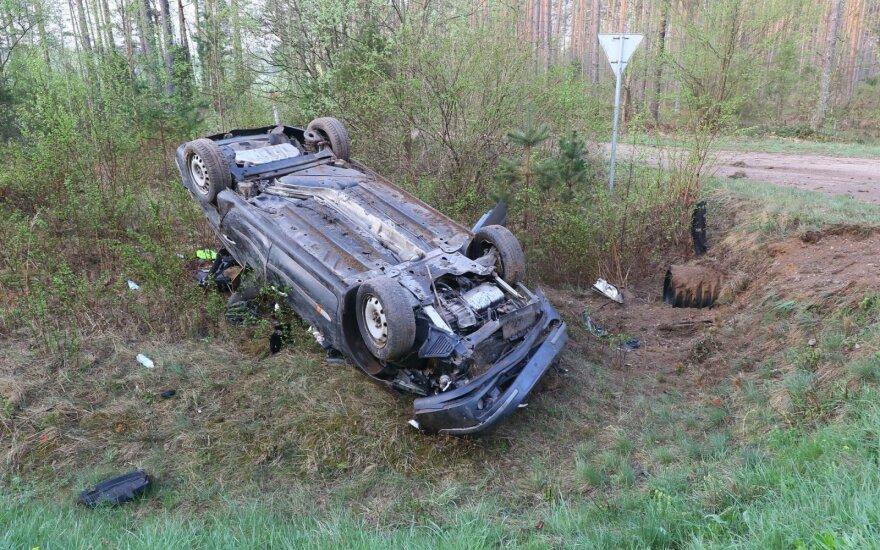 Из-за косули с дороги съехал и перевернулся автомобиль Renault
