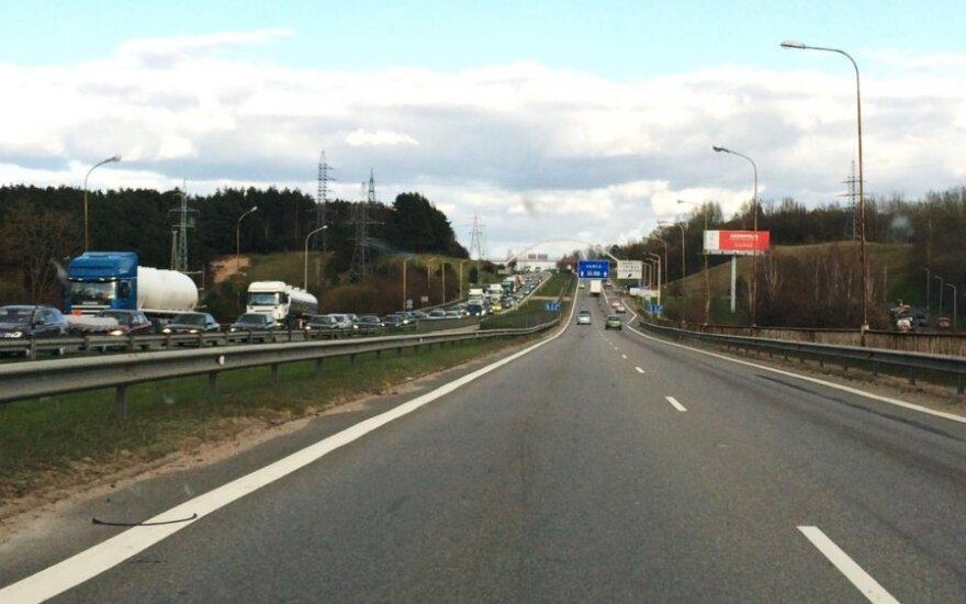 На магистрали Вильнюс-Каунас установят информирующие знаки