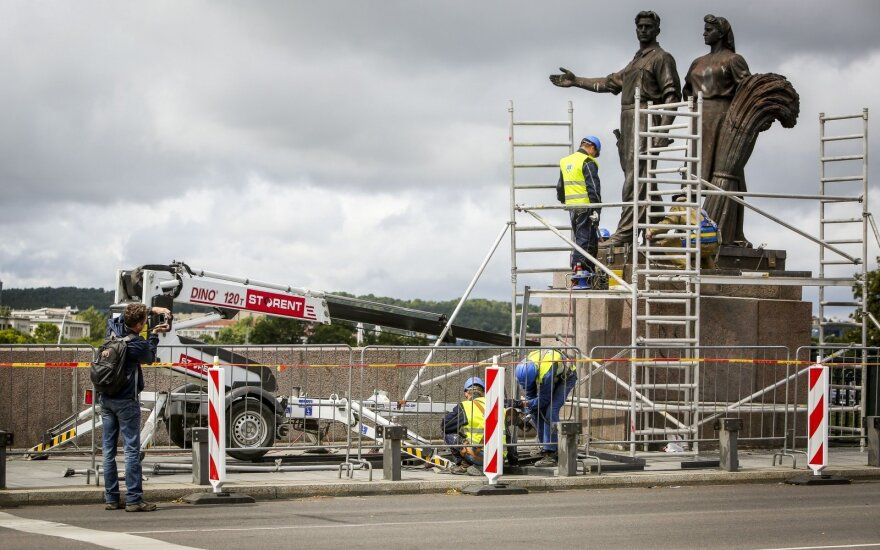 sculptures being removed from Vilnius' Green Bridge