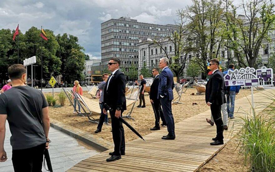 Prezidentas Gitanas Nausėda lankosi Lukiškiu aikštėje