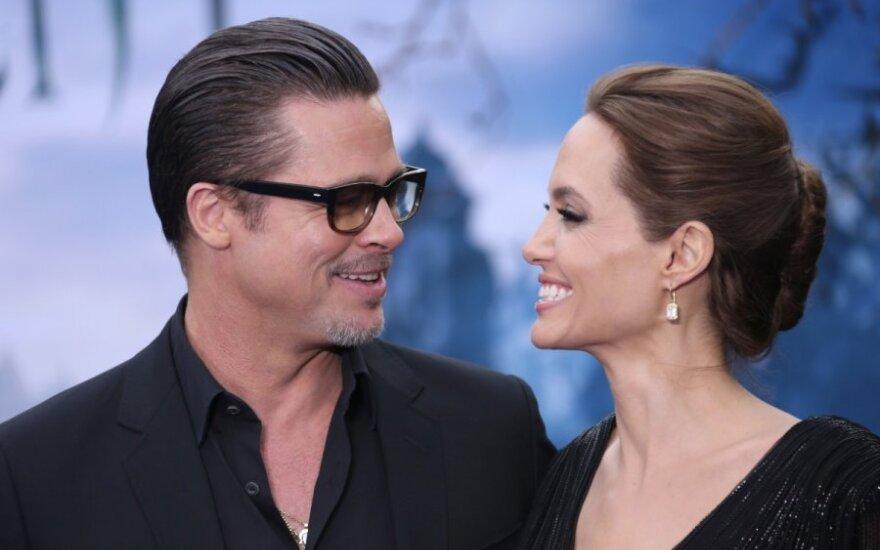 Анджелина Джоли подарила супругу часы за 3 миллиона долларов