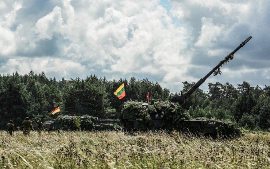 Į taikinius Baltijos jūroje atlikti pirmieji šūviai iš Lietuvos kariuomenės haubicų PzH2000