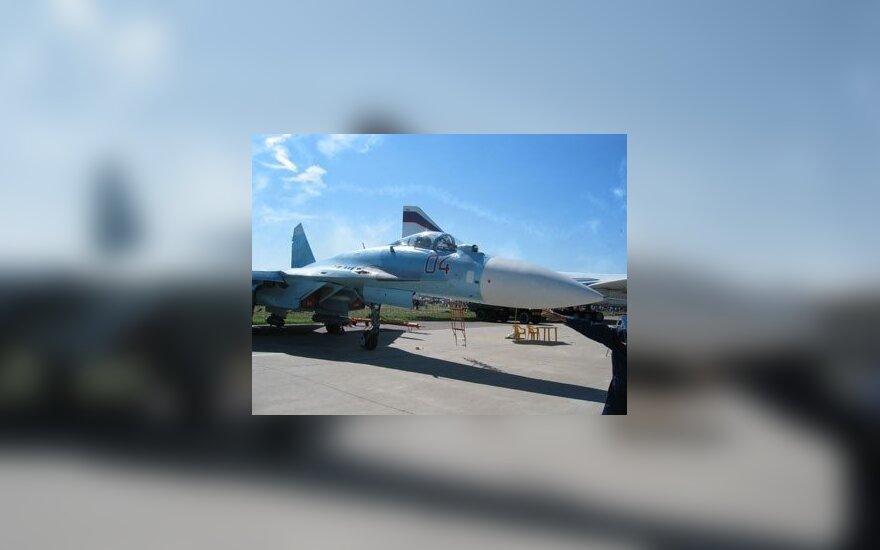 """""""Su-27"""" – naikintuvas, pasižymintis unikaliomis savybėmis, galintis skristi ypač ilgas distancijas. Jis kelias sekundes gali laikytis ore vertikaliai. Rusų gamykloje """"Suchoj"""" jis buvo sukurtas kaip priešprieša amerikiečių naikintuvams F-14, 15, 16 ir F/A-"""