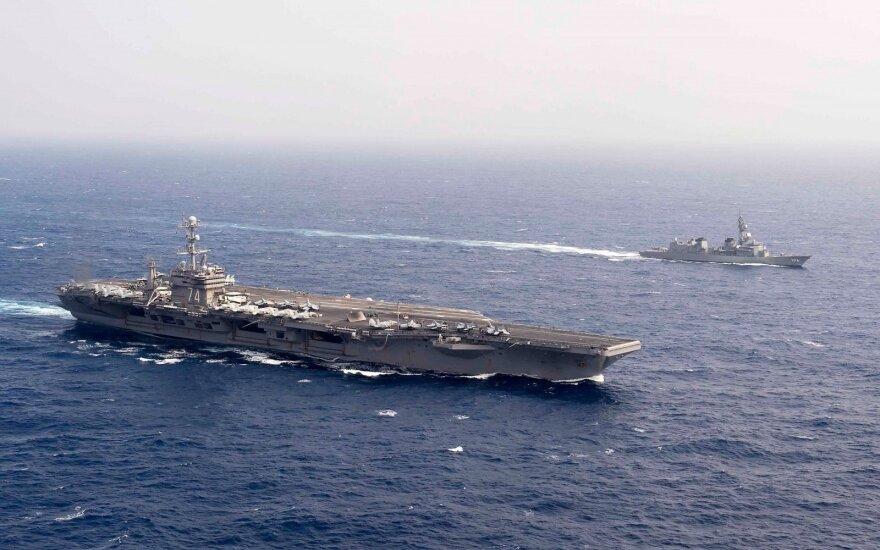 JAV karinio laivyno laivas nešėjas USS John C. Stennis, apginkluotas ir branduoliniais užtaisais