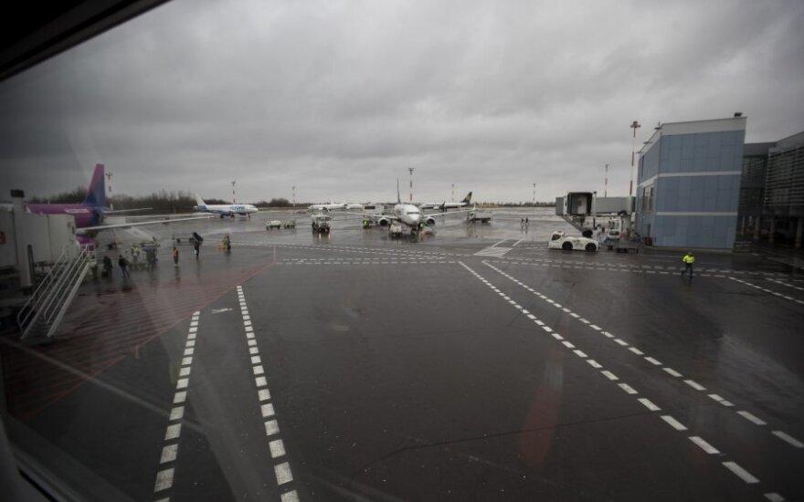 Инцидент в Вильнюсском аэропорту: в ДТП пострадал водитель автокары