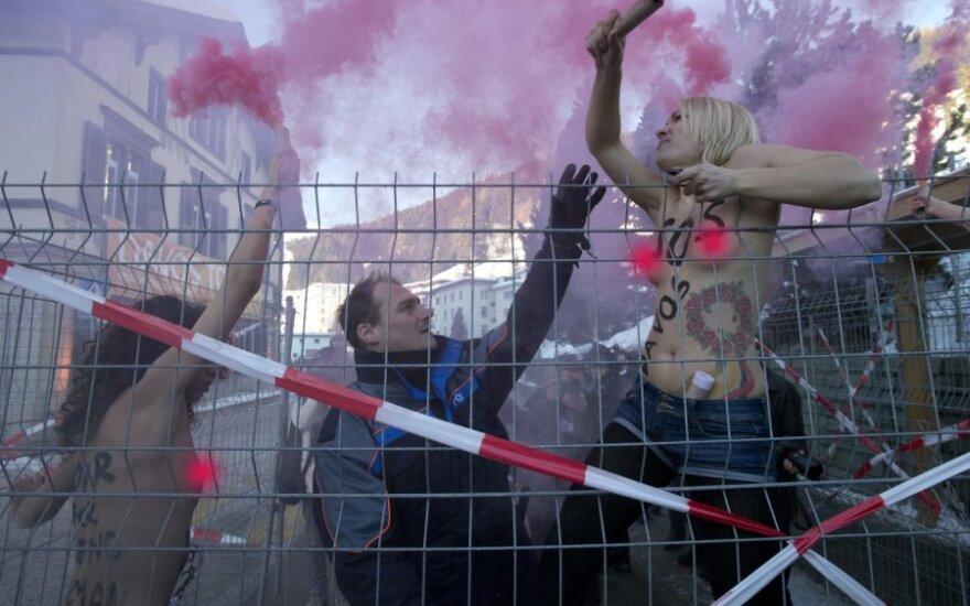 """""""Femen"""" aktyvistės Davose"""