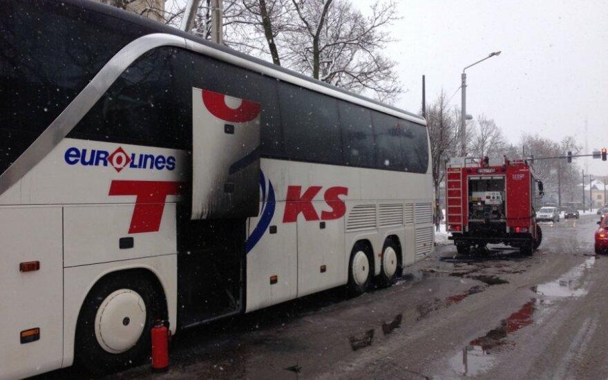 В Каунасе загорелся автобус с пассажирами