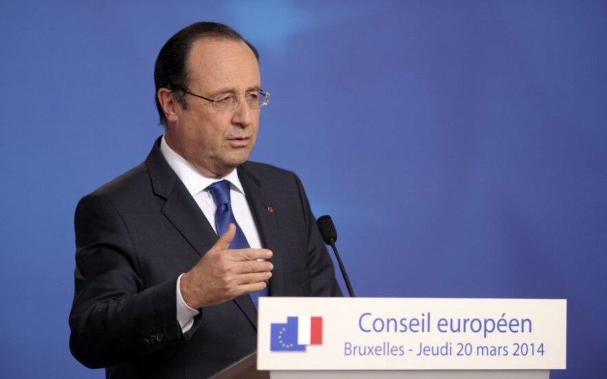 Олланд: ничто не должно помешать президентским выборам в Украине