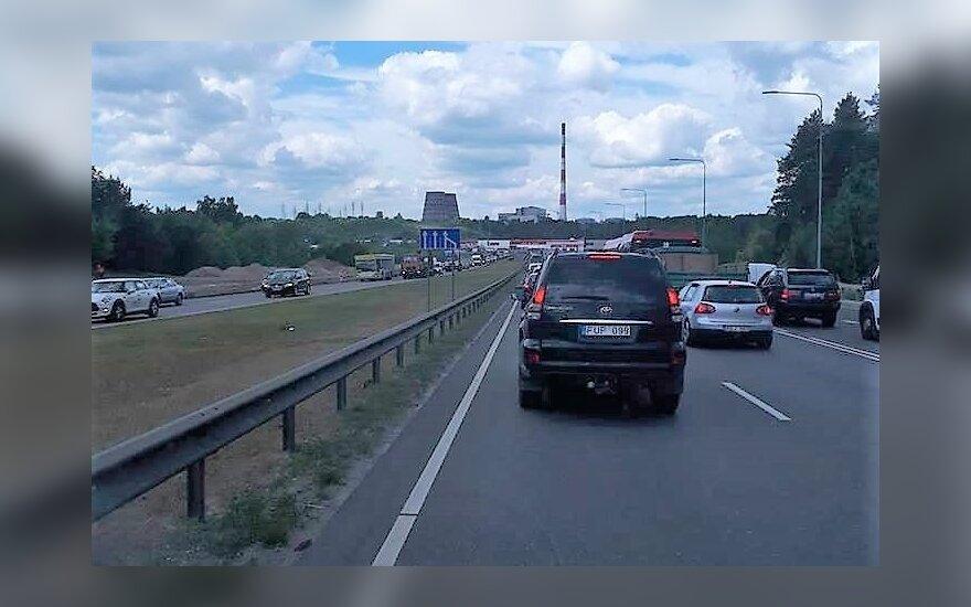 В Вильнюсе из-за ДТП полностью заблокирован выезд в сторону Каунаса