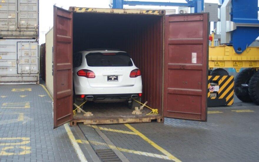 В Клайпедском порту задержаны направлявшиеся в Афганистан новые авто