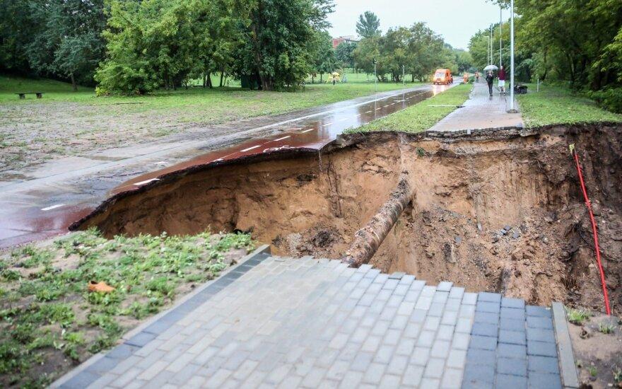 Последствия потопа: вместо велосипедной и пешеходной дорожки - провал