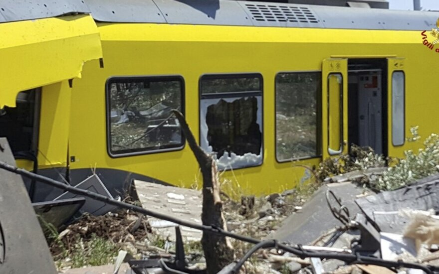 Два поезда столкнулись на юге Италии: 20 погибших