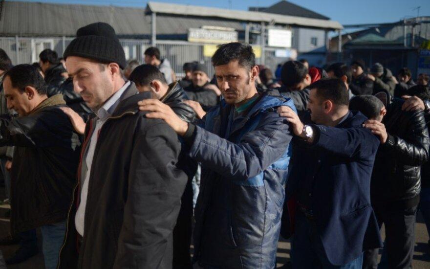 В Подмосковье провели рейд против мигрантов на овощебазе: задержали в основном вьетнамцев