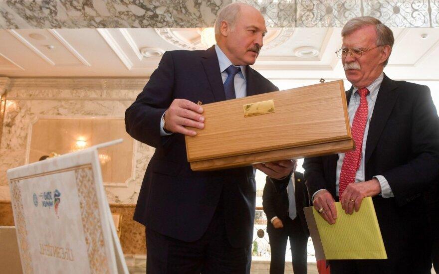 """Лукашенко: """"Начали эти ракеты размещать разные… Я говорю: убирайте свои ракеты"""""""