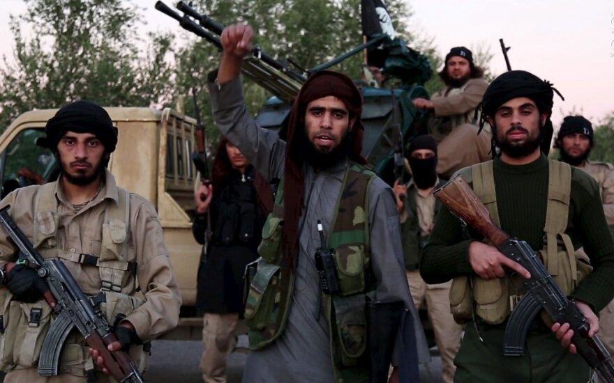 Активисты: боевик ИГ публично убил собственную мать в Ракке