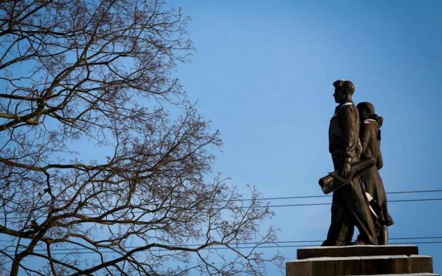 Снова не нашлось желащих реставрировать скульптуры на Зеленом мосту