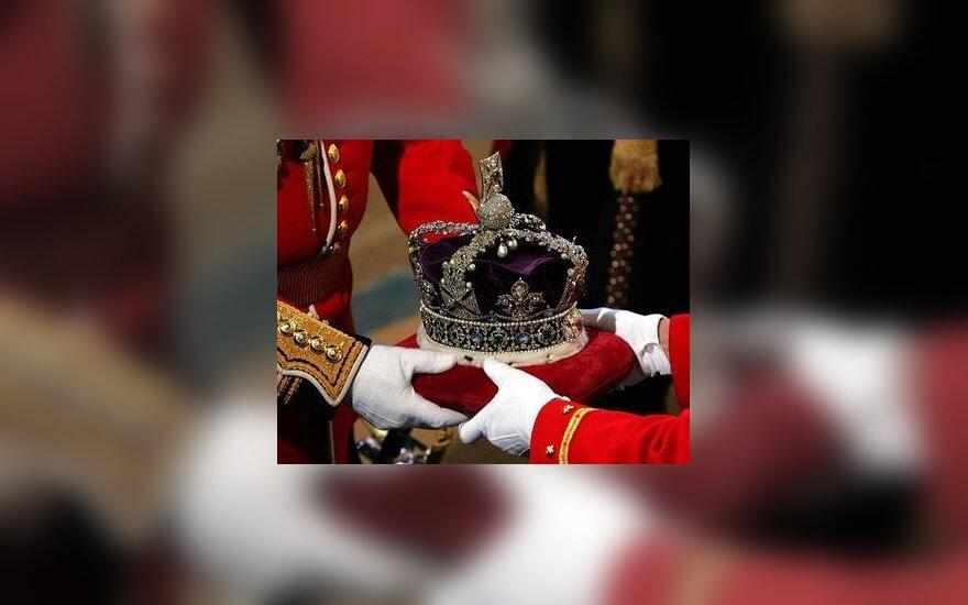 Didžiosios Britanijos karalienės Elžbietos II karūna.