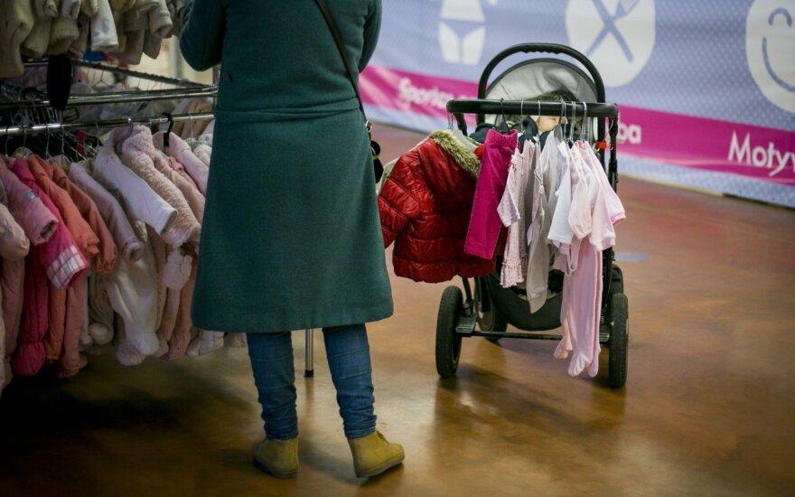 Мама, продавшая детскую коляску, лишилась пособия