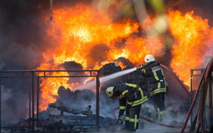 На окраине Вильнюса начался большой пожар