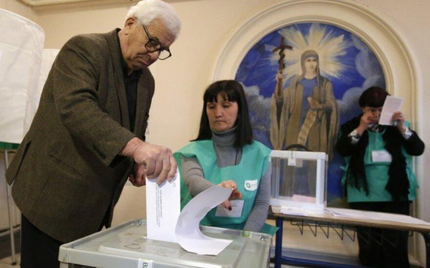 Наблюдатели заявили о нарушениях при открытии избирательных участков на выборах в Грузии