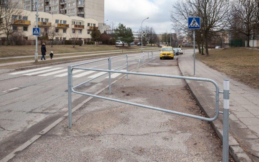 У пешеходных переходов в Вильнюсе появились ограждения