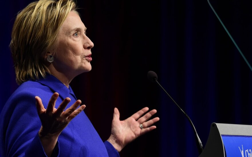 Хиллари Клинтон обвинила политика от демократов в связях с Москвой