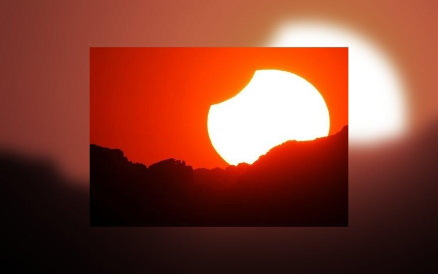 Миллионы землян наблюдали солнечное затмение