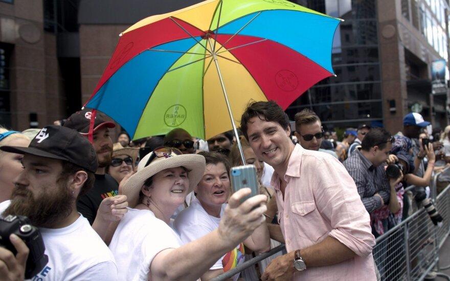 Премьер-министр Канады впервые принял участие в гей-параде