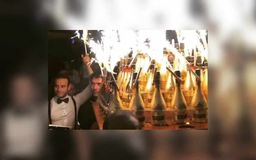 СМИ: российские футболисты Мамаев и Кокорин потратили на шампанское €250 тысяч