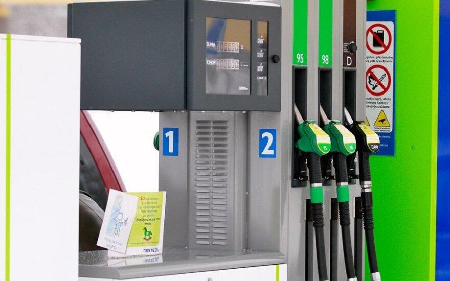 Цены на бензин в Риге и Таллине растут, в Вильнюсе снижаются