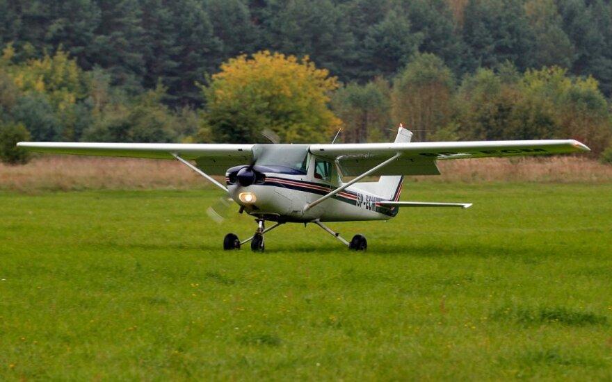 В США два подростка приехали на тракторе на аэродром, угнали самолет и улетели в другой город
