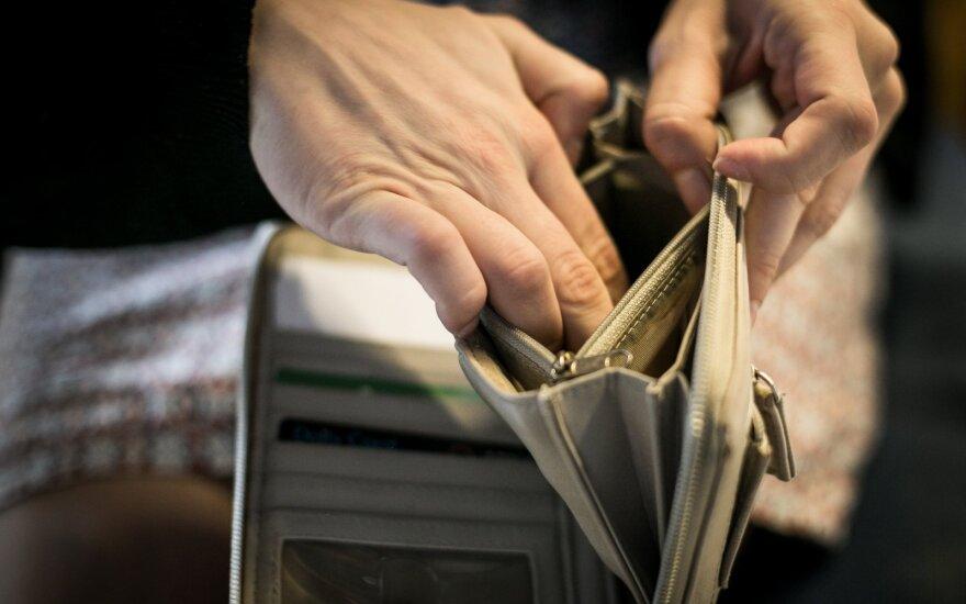 А вы относитесь к тем, кто выбрасывает свои деньги: 10% тары жители не возвращают