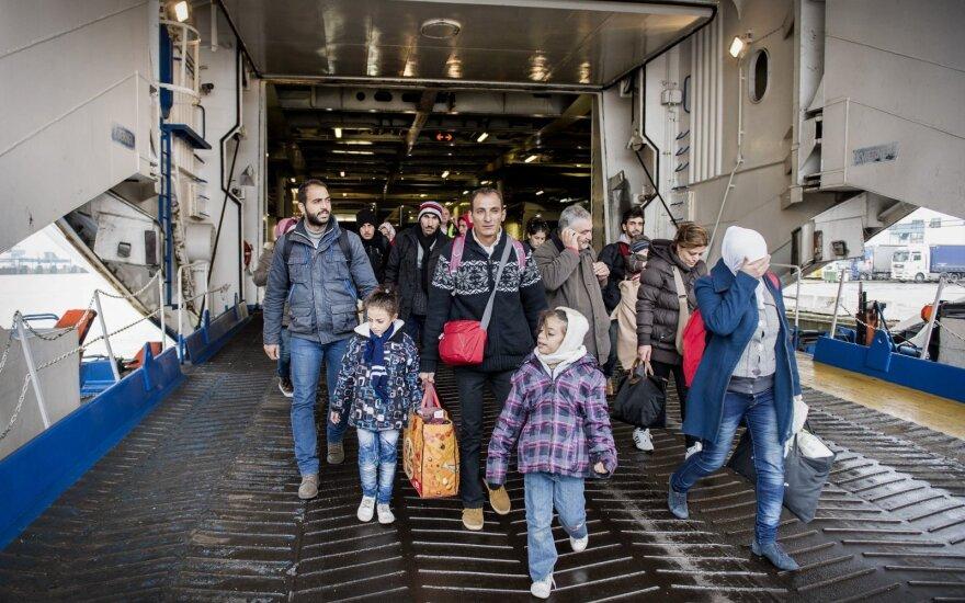 Глава ХСС: Германия может принимать не более 200 тысяч беженцев в год