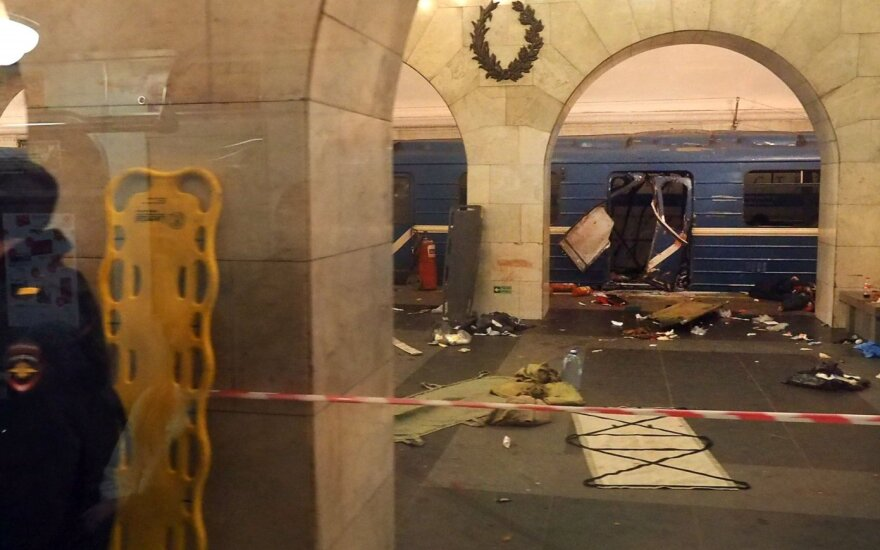 СКР: подорвавшийся в Петербурге юноша сам изготовил бомбу