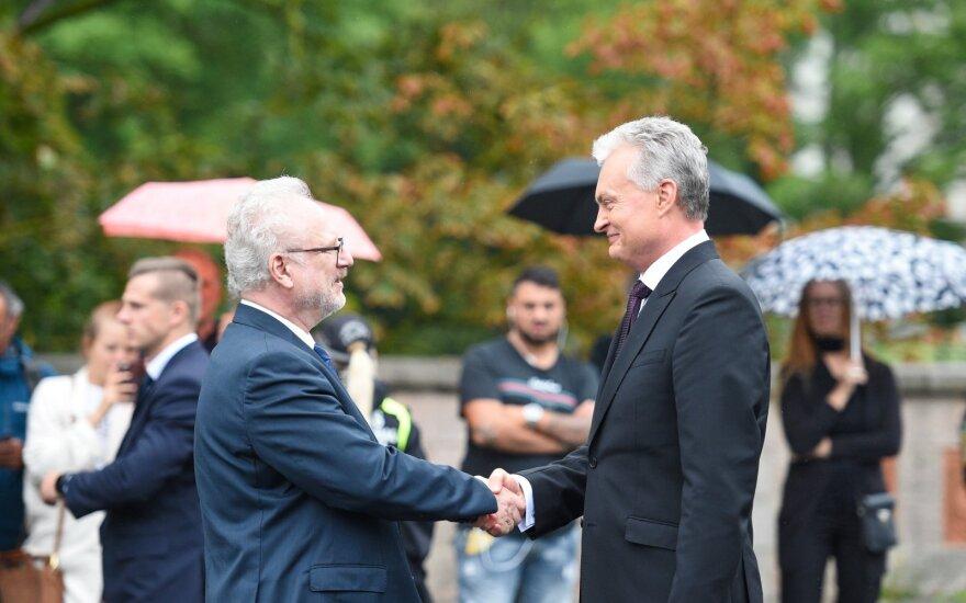 Науседа прибыл с визитом в Латвию: мы - братья и должны общаться, как братья