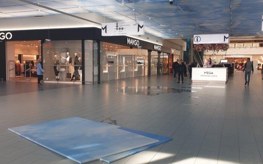 В каунасском торговом центре Mega после реконструкции обваливается потолок?
