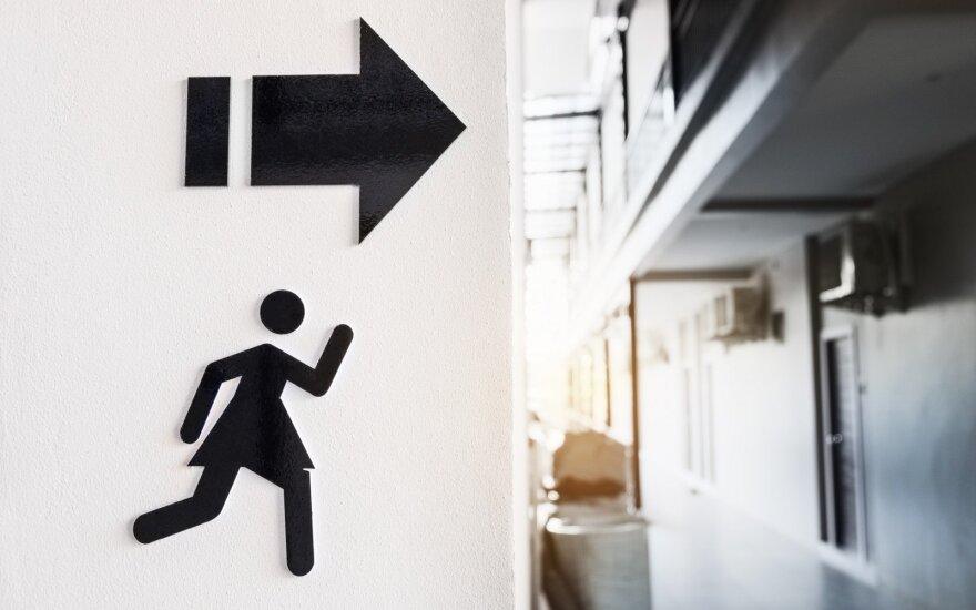 """В общественных туалетах в Уэльсе установят систему """"анти-секс"""""""