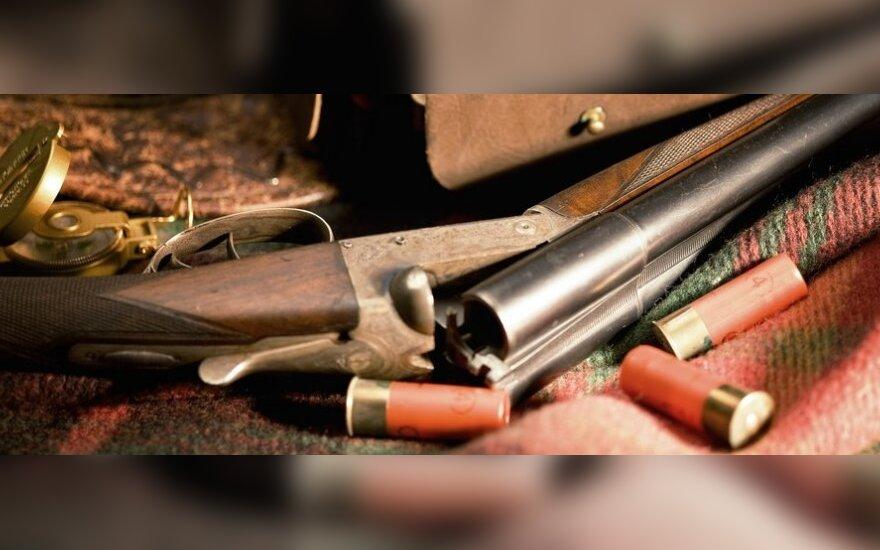 В Вильнюсском районе из охотничьего ружья ранены двое мужчин