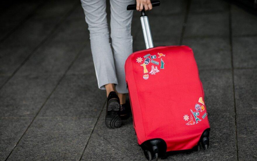 Эмиграция из Литвы немного возросла, эксперты объясняют это сезонностью