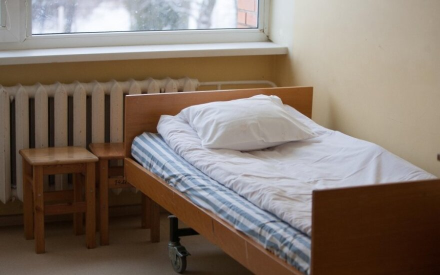 Жуткая история в больнице: пожилого человека привязали к койке ремнями