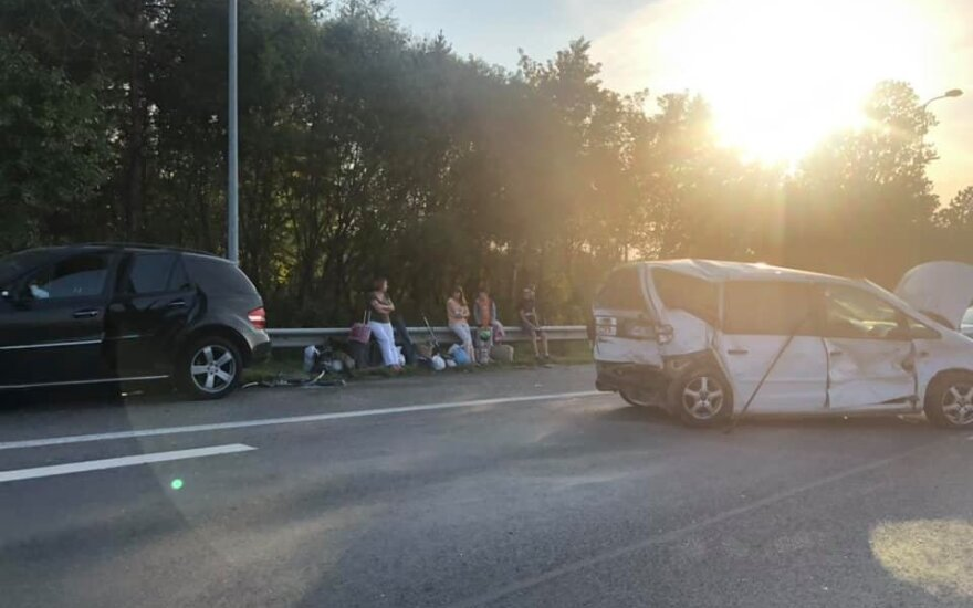В воскресенье вечером под Вильнюсом столкнулись четыре автомобиля