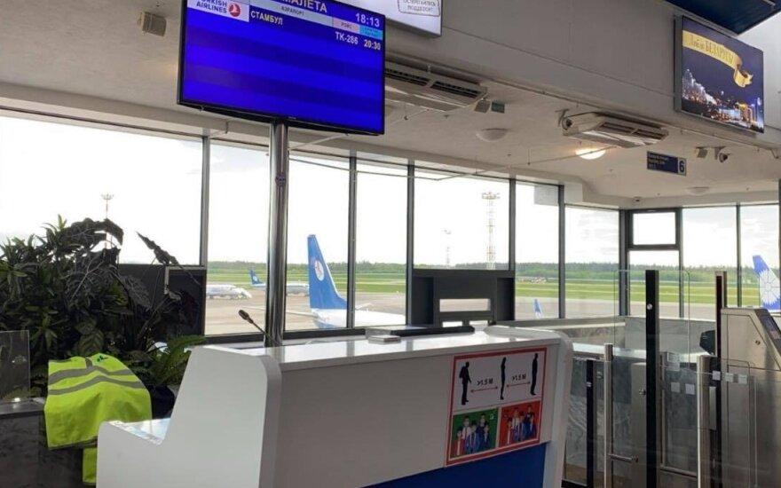 Пассажиры приземлившегося в Минске самолета передают слова Протасевича: сказал, что ему грозит смертная казнь