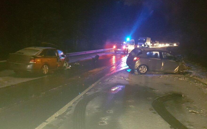 Водитель Opel стал виновником ДТП: пострадали два человека