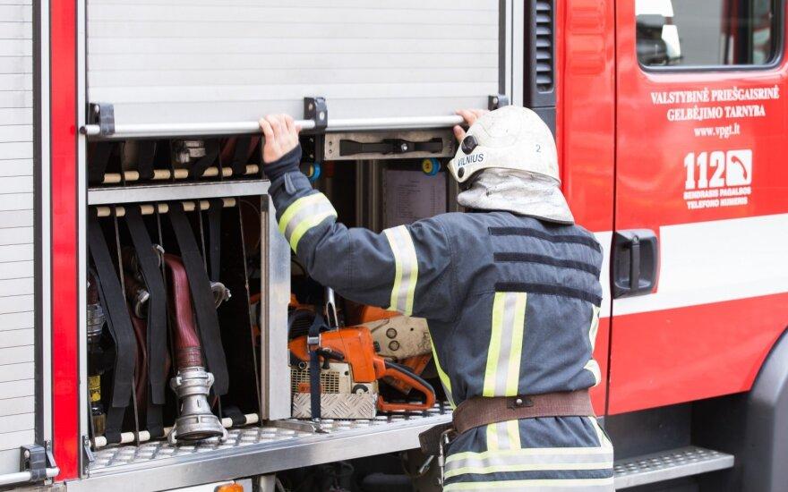 В Вильнюсе загорелся автобус, пассажиры успели выбежать из него