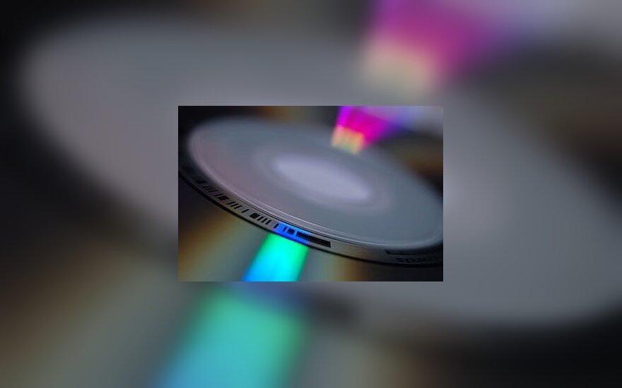 Учитель школы обвиняется в нелегальном производстве CD-дисков